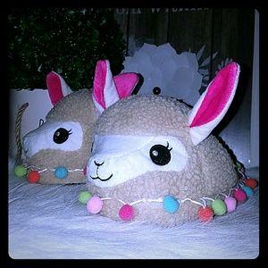 Charles albert Llama slippers  ( 5 -7.5)